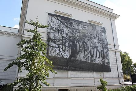 "Barbara Klemms ""DDR-Grenzsoldat, West-Berlin, 1987"" am Literaturhaus"