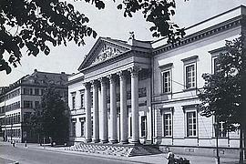 Die Stadtbibliothek in nordwestlicher Blickrichtung